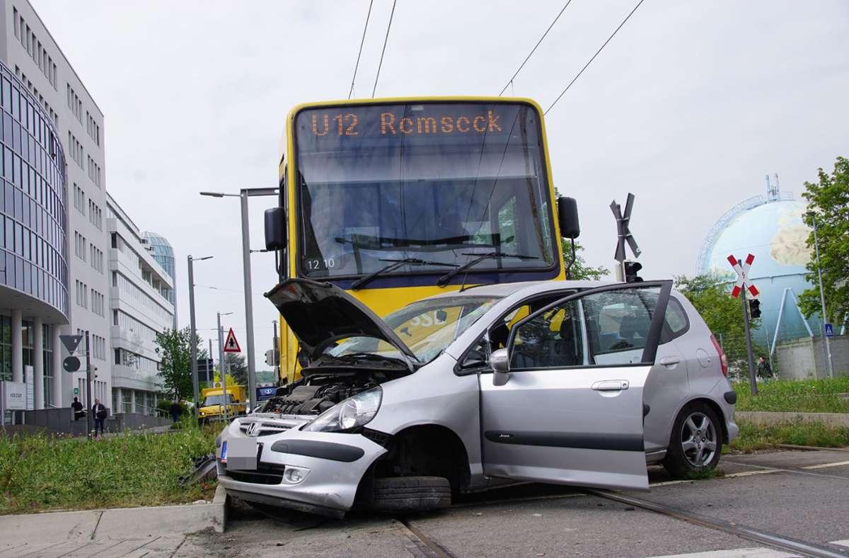 Immer wieder gab es Unfälle an den Kreisverkehren am Wallgraben, über die die Stadtbahn fährt. Foto: SDMG/Willinger