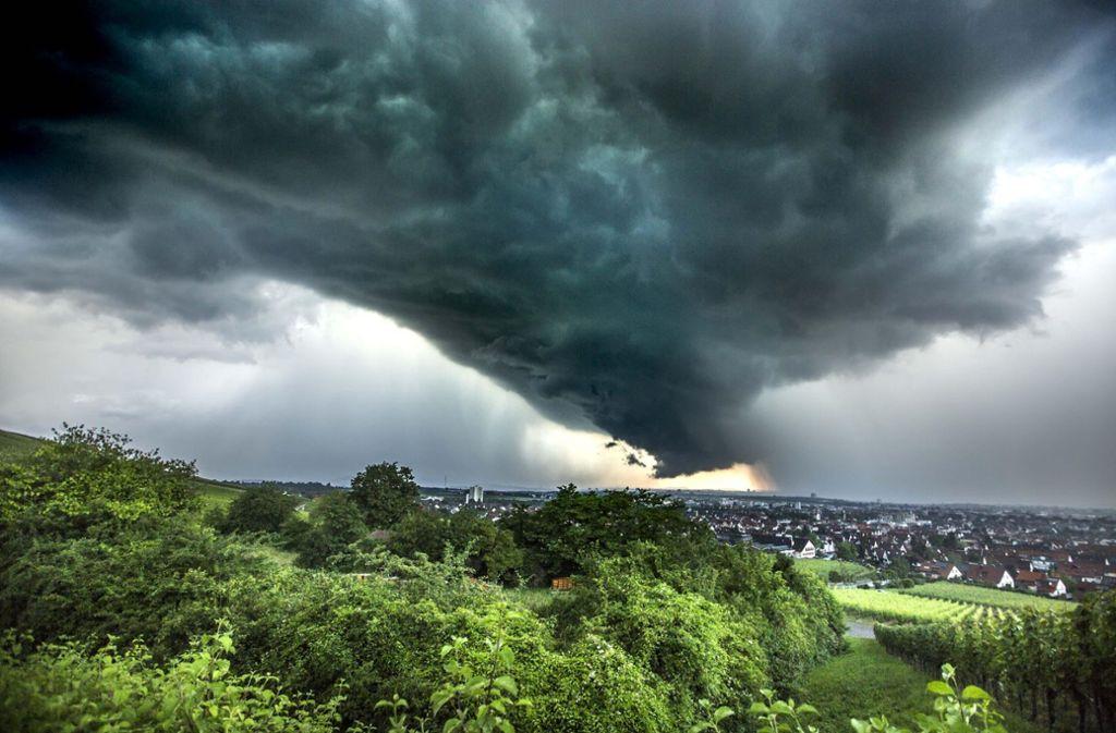 Blick auf den Kappelberg: Am Donnerstagabend gab es in der Region Stuttgart heftige Gewitter mit Regengüssen. Foto: 7aktuell.de/Simon Adomat