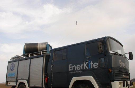 Flugdrachen über mobiler Bodenstation: Hier wird Windenergie gewonnen. Foto:
