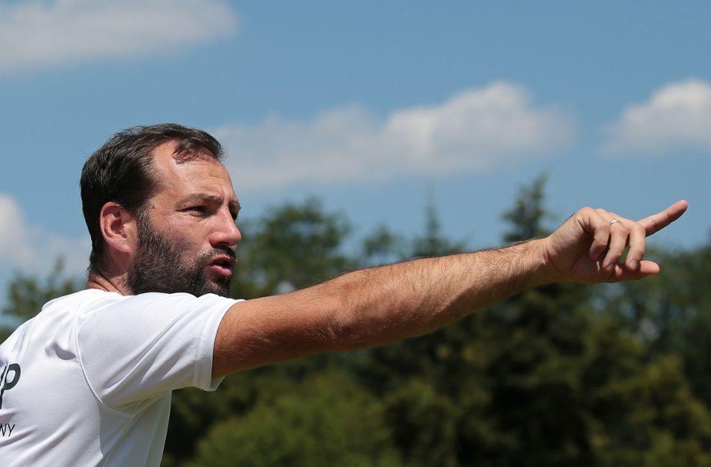 Er soll die Blauen in ins gelobte Land namens Regionalliga führen: Kickers-Trainer Tobias Flitsch Foto: Baumann