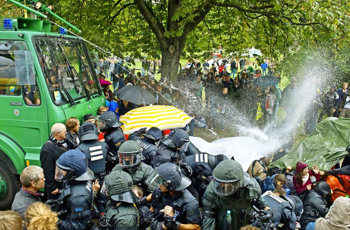 Der Polizei-Einsatz im Schlossgarten 2010 Foto: dpa/Uwe Anspach