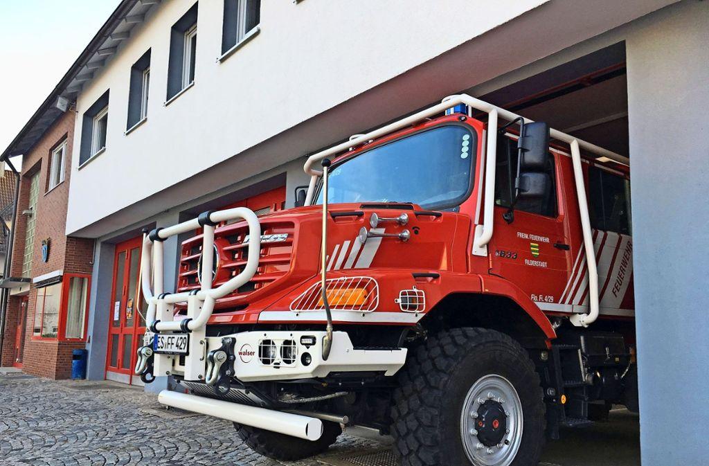 Der relativ neue  Zetros von Mercedes, ein Spezialfahrzeug für Waldbrände, passt nur ganz knapp ins Plattenhardter Magazin. Dabei ist das Fahrzeug das Prunkstück der Filderstädter Brandbekämpfer. Foto: Otto-H. Häusser