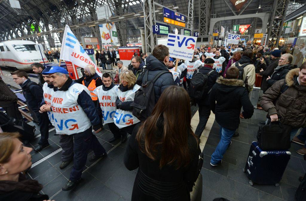 Die EVG ruft zum Warnstreik am Montag auf. (Symbolbild) Foto: dpa