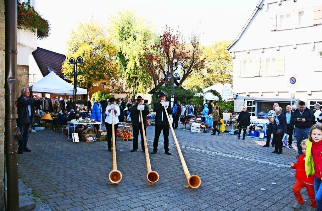 Mit viel Musik und einem bunten Programm wird in Hedelfingen jedes Jahr der Knausbirasonntag gefeiert. Foto: Dieter Bohnacker
