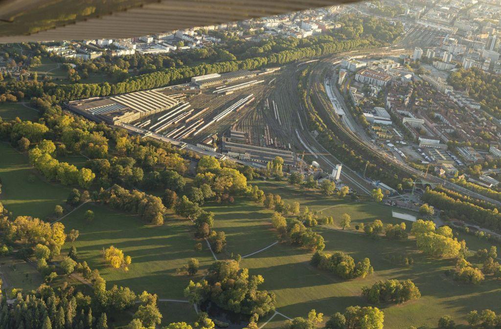 Wo heute noch Gleisanlagen sind, sollen mit dem neuen Rosensteinquartier bis zu 7500 Wohnungen entstehen. Foto:
