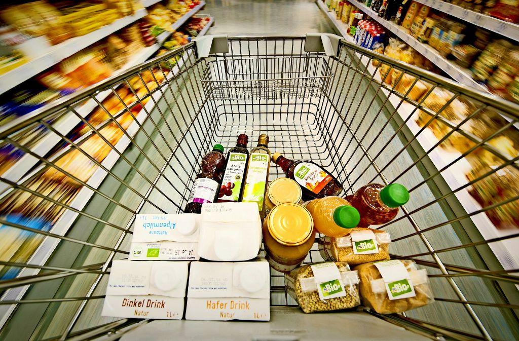 Was kommt in den Einkaufswagen? An der Kasse wird's gespeichert.Foto: dpa Foto: