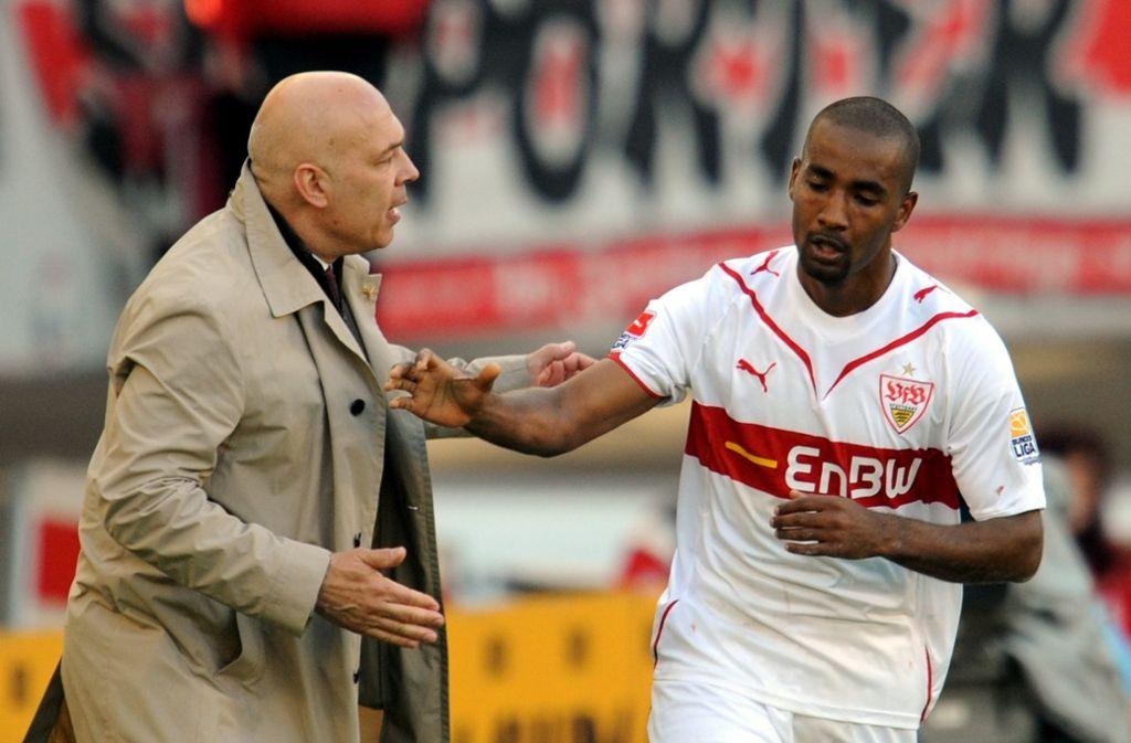 Neun Jahre her: Cacau (re.) freut sich über seinen Treffer zum 2:1 Endstand gegen Leverkusen mit dem damaligen VfB-Trainer Christian Gross. Foto: dpa