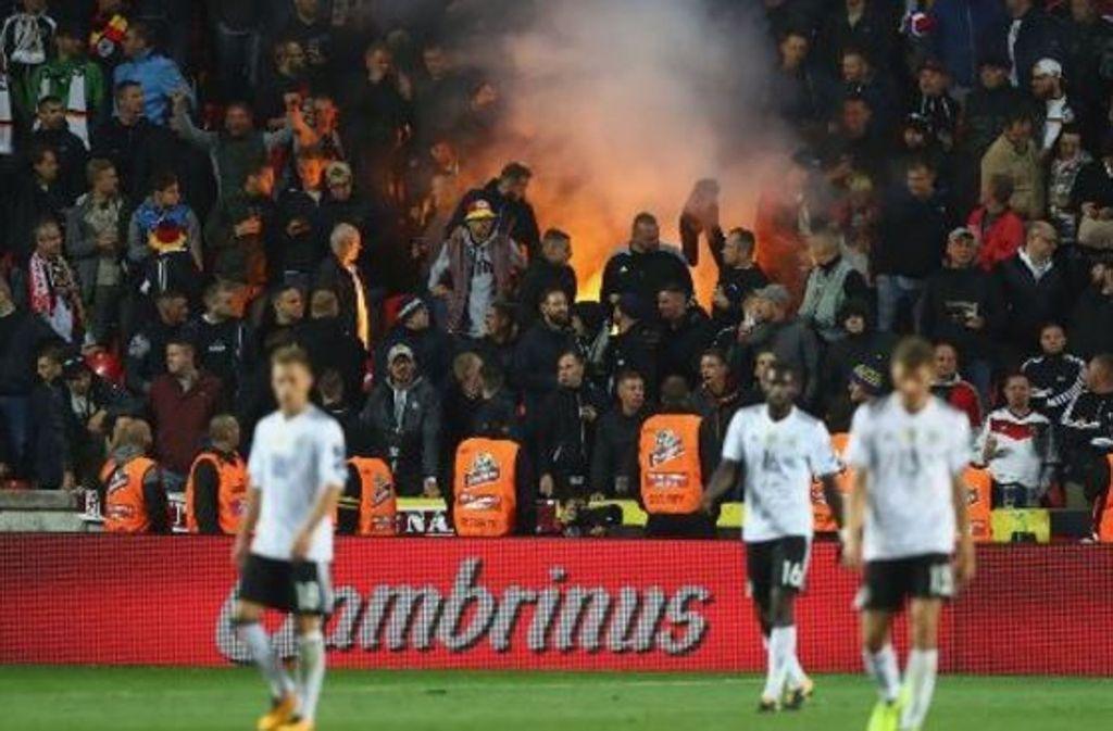 Das Länderspiel Tschechien gegen Deutschland wurde überschattet vom Fehlverhalten einiger mitgereister Anhänger. Foto: Bongarts