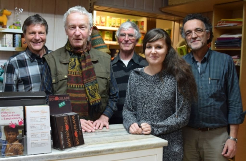 Jürgen Möck, Peter Frommer, Wolfgang Bang, Nina Freund und Peter Frommer (von links) sind vom fairen Handel überzeugt. Foto: Alexandra Kratz