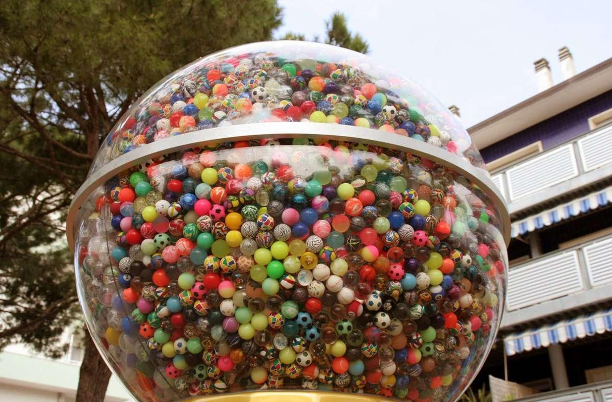 Das Objekt der diebischen Begierde: Mit Flummis gefüllte Spielzeugautomaten. (Symbolbild) Foto: IMAGO / Karlheinz Pawlik