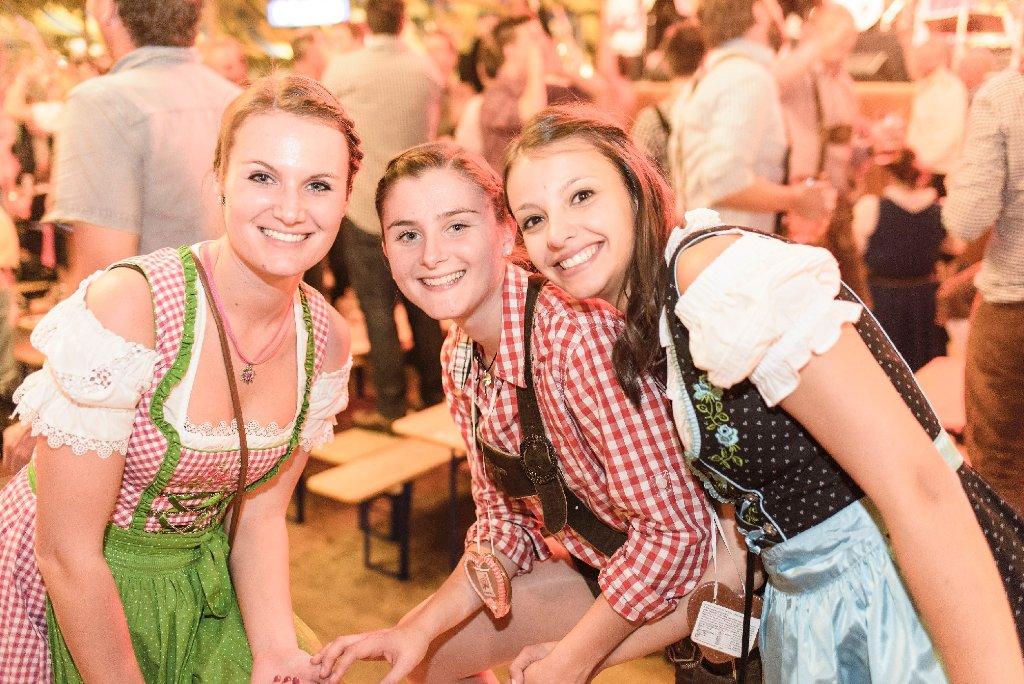 Die Nacht in Tracht auf dem Cannstatter Volksfest.  Foto: www.7aktuell.de | Oskar Eyb