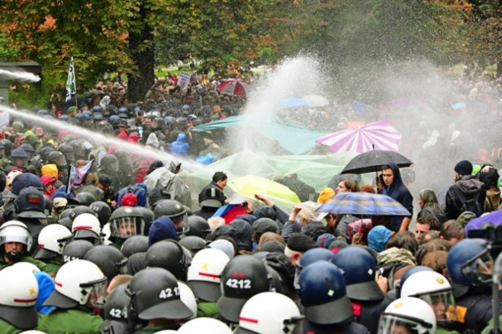 Die Vorbereitungen der Polizei auf den Einsatz gegen Stuttgart-21-Demonstranten am 30.September waren Thema der ersten Ausschusssitzung. Foto: Michael Steinert