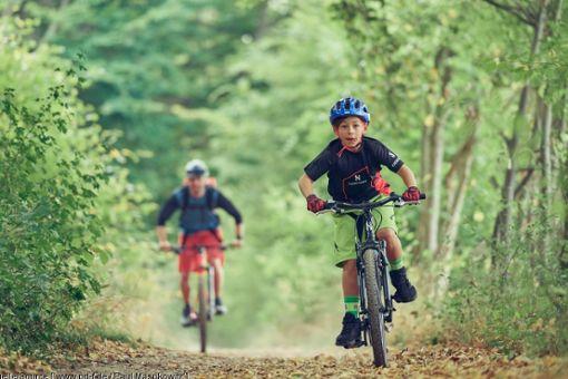 Mit ein paar kleinen Tricks gelingt es spielend, Kindern die Freude am Radfahren zu vermitteln.