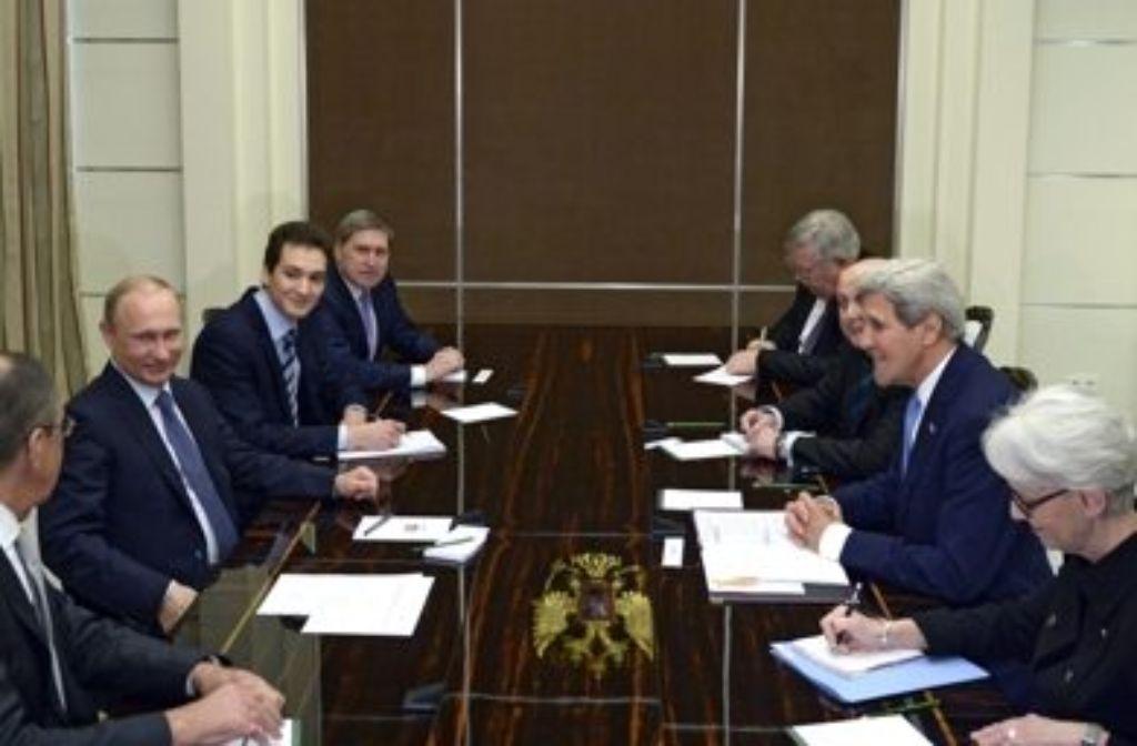 US-Außenminister John Kerry (2.v.r.) ist zu Besuch in Russland. Foto: RIA NOVOSTI POOL