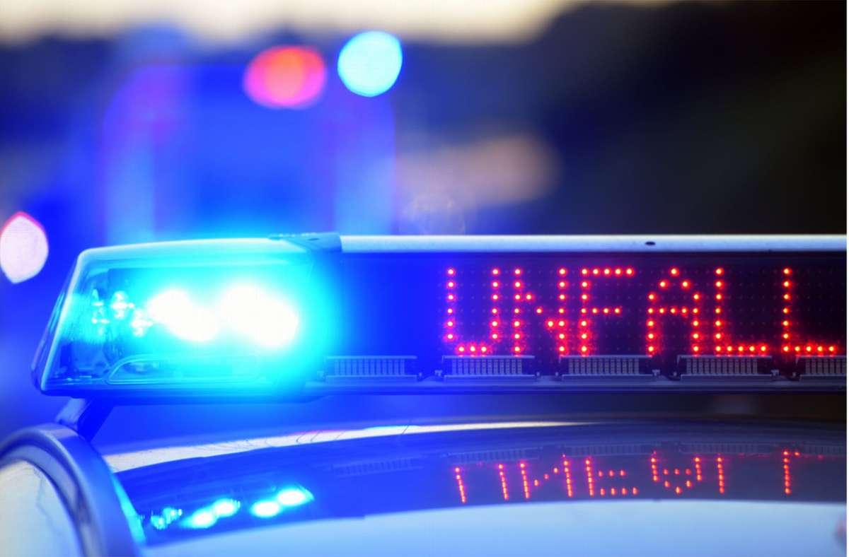 Bei dem Unfall wurden beide Fahrer verletzt. (Symbolbild) Foto: dpa/Stefan Puchner