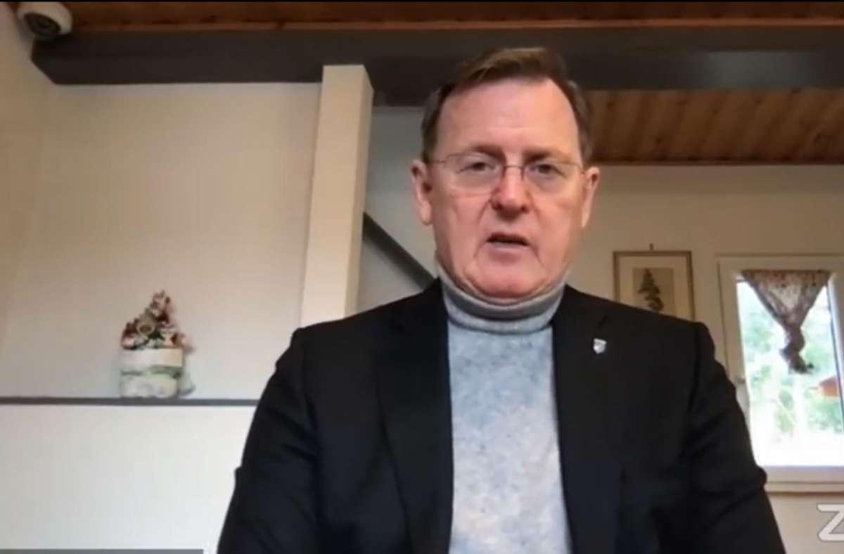 13.12.2020, Erfurt: Der thüringische Ministerpräsident Bodo Ramelow – hier in einem Livestream – hat sich offenbar in der populären App Clubhouse despektierlich über die Kanzlerin Angela Merkel geäußert. Foto: dpa