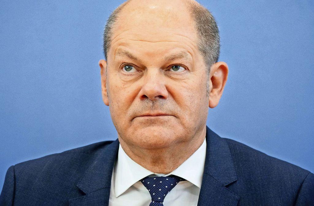 Bundesfinanzminister Olaf Scholz prüft ein mögliches Verbot von Negativzinsen für Kleinsparer. Foto: dpa
