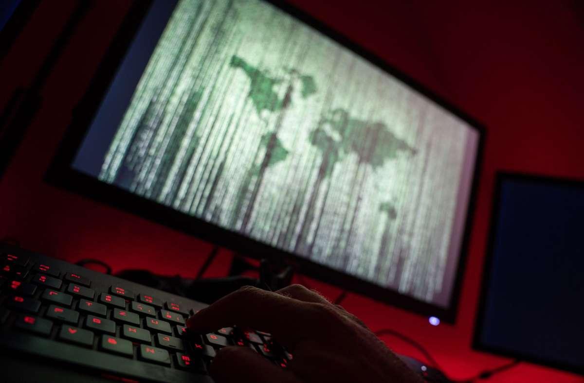 Cyberangriffe häufen sich: Im aktuellen Fall hat ein Unbekannter versucht, sich in die Computer eines Wasserwerks in Oldsmar (US-Bundesstaat Florida) zu hacken. Foto: Nicolas Armer/dpa