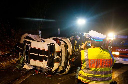22-Jährige in Auto eingeklemmt und schwer verletzt