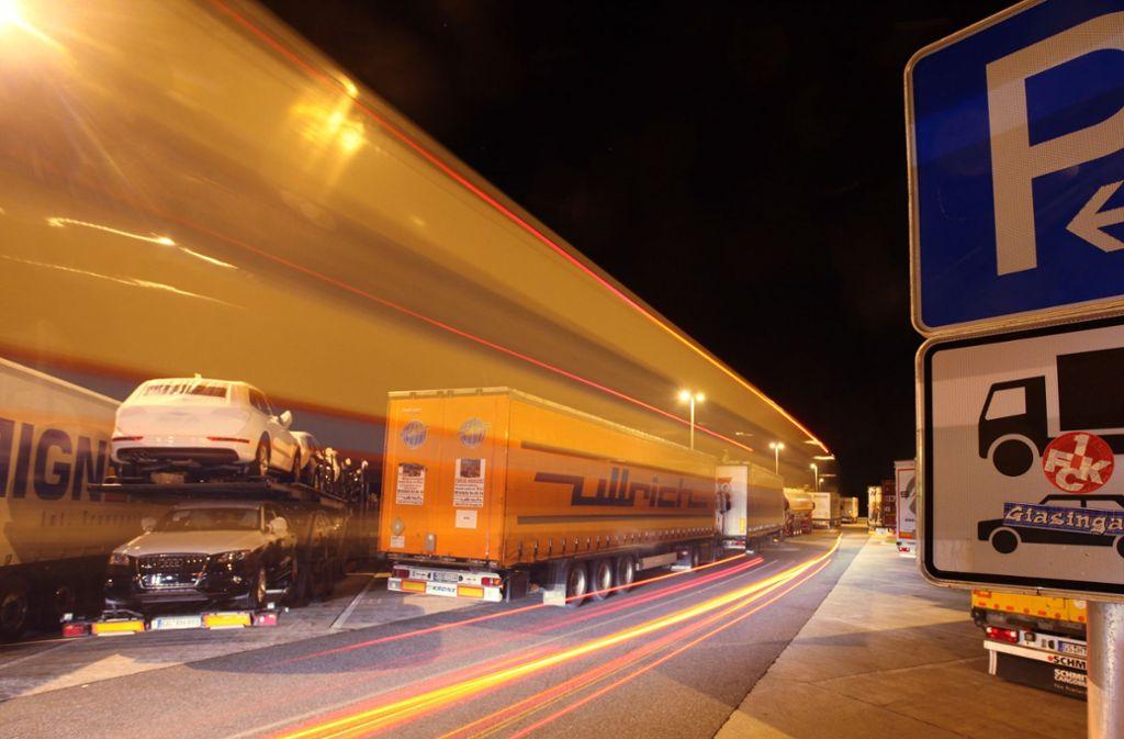 Lastwagenfahrer häufen viele Überstunden an. Foto: dpa
