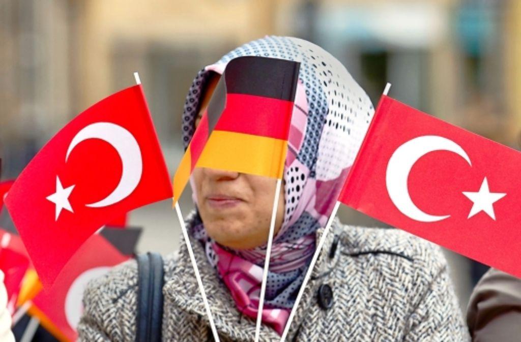 Die von Union und SPD gefundenen Regelungen zum Doppelpass gehen vielen Migranten nicht weit genug. Foto: dpa