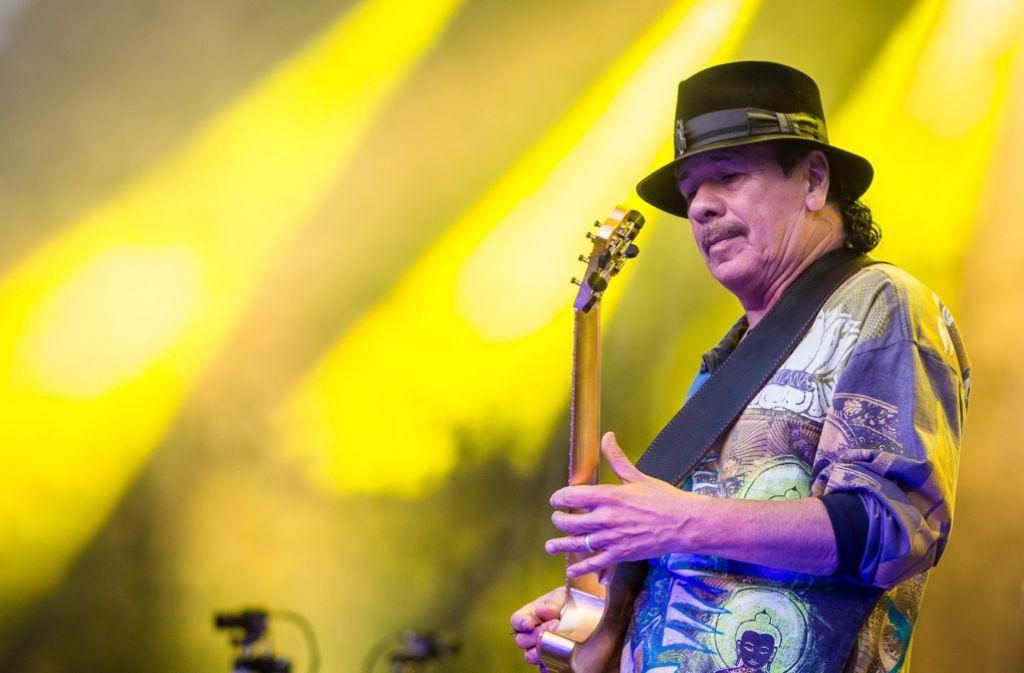 Carlos Santana beim Auftritt bei den Jazz Open auf dem Stuttgarter Schlossplatz. Foto: dpa