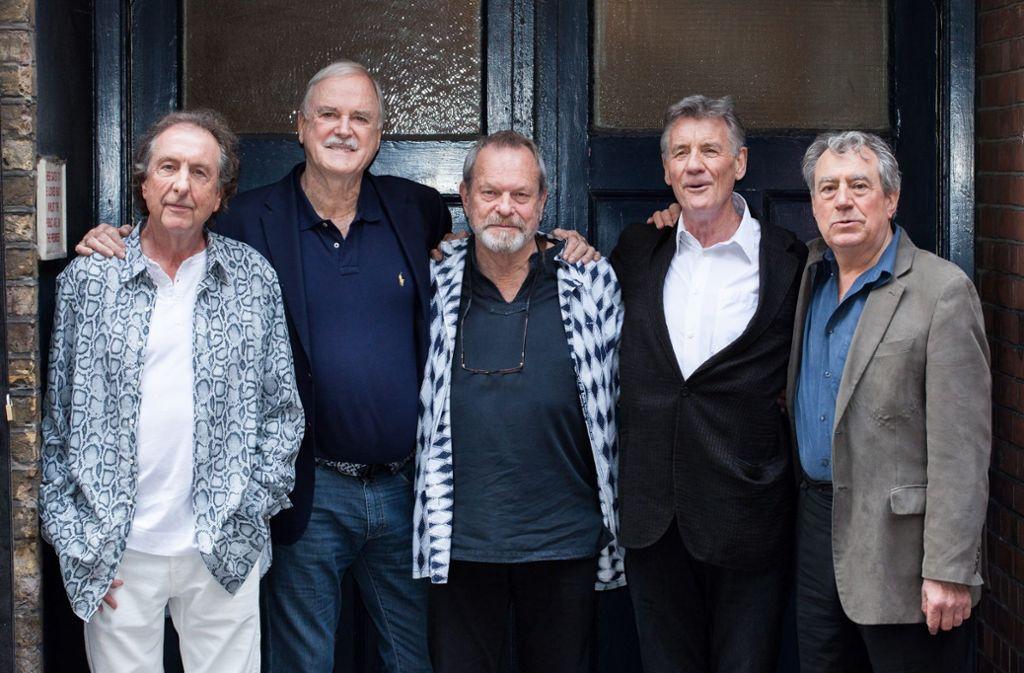 Die britische Comedy-Gruppe Monty Python vereint auf einem Bild (v.l.n.r.): Eric Idle, John Cleese, Terry Gilliam, Michael Palin und Terry Jones. Foto: dpa
