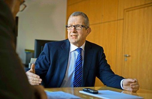 Der Nahverkehrsexperte Wolfgang Arnold bleibt bis 2018 SSB-Vorstand. Foto: Martin Stollberg