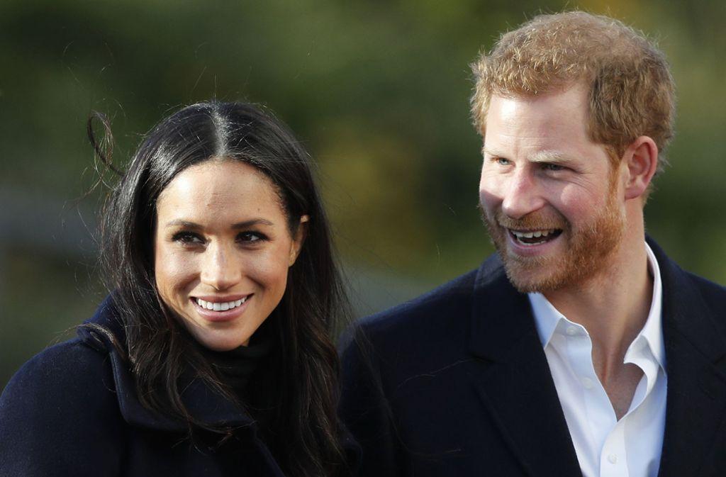 Prinz Harry hat sich mit seiner Partnerin Meghan Markle verlobt. Foto: AP