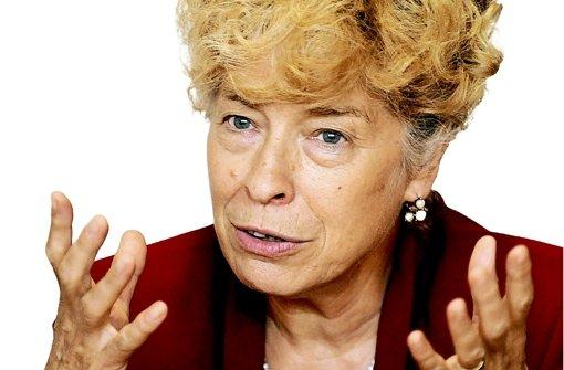 Kuratoriums-Chefin Gesine Schwan hat geahnt, dass die Wellen wegen der Preisvergabe an Cohn-Bendit hoch schlagen werden. Foto: dpa