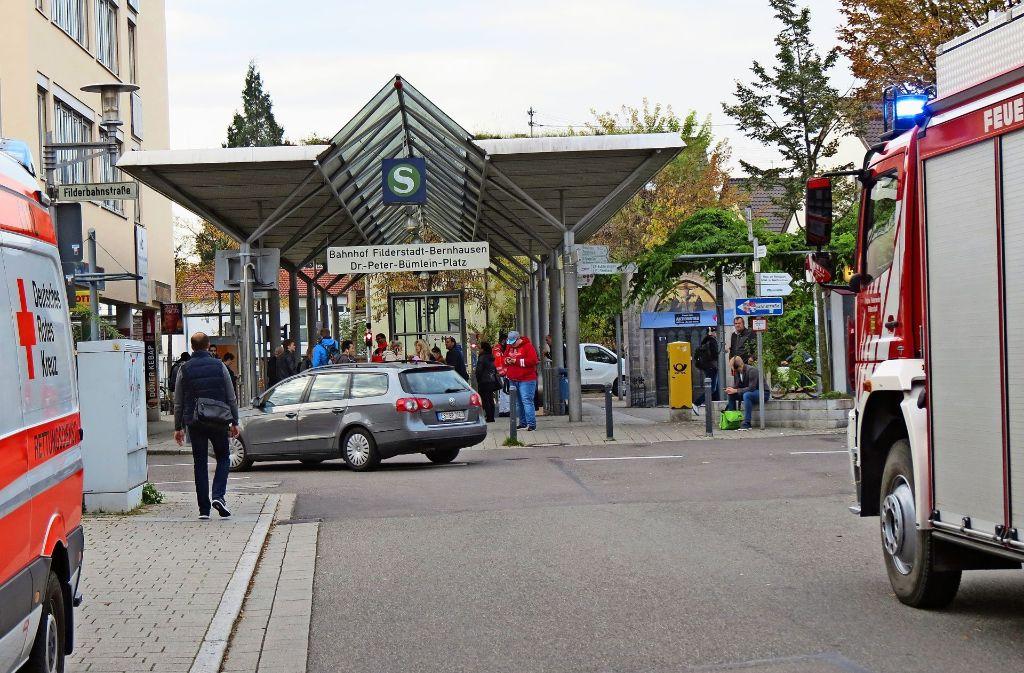 Beim Bahnhof Bernhausen gab es am Donnerstag einen Fehlalarm. Foto: Otto-H. Häusser