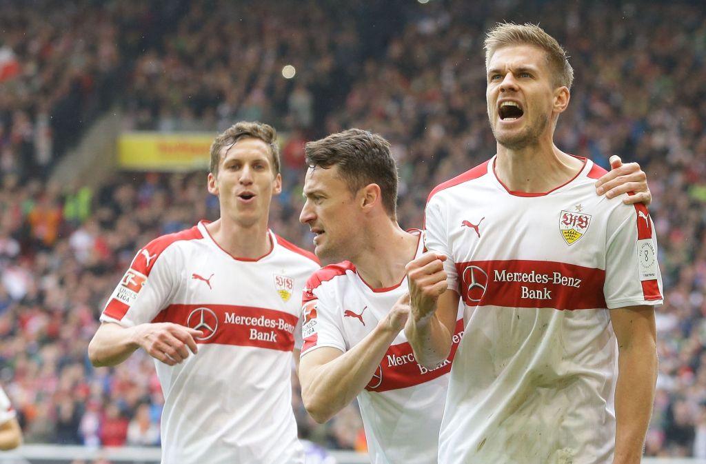 Florian Klein, Christian Gentner und Simon Terodde (v.l.) wollen am Sonntag wieder jubeln. Foto: Baumann