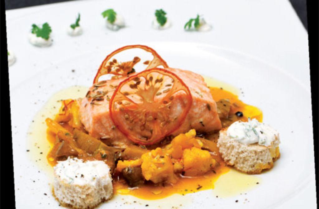 Wildlachs mit Anis an Gemüse à la Grecque und Crostini von Crème fraîche und Minze Foto: Verlagsedition netzwerk