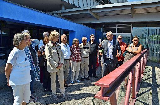 Der Kanzler Peter Marquardt hat Mitgliedern des Bürgervereins und  Gästen die  Hochschule der Medien gezeigt. Foto: Fatma Tetik