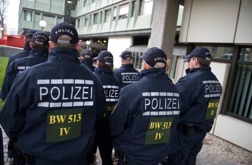 Polizisten schützten das Gerichtsgebäude, in dem Anfang Februar das Urteil erging, gegen das der Vater des Amokschützen nun Revision eingelegt hat. Foto: dpa
