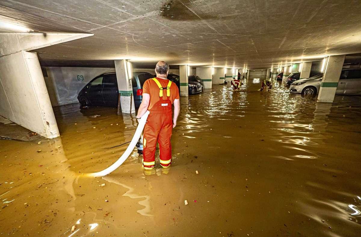 Bei dem Unwetter Ende Juni überflutete das Wasser  etliche Tiefgaragen, Keller und Häuser. Die Filderstädter Feuerwehr zählte mehr als 300 Einsätze. Foto: 7aktuell.de/Alexander Hald