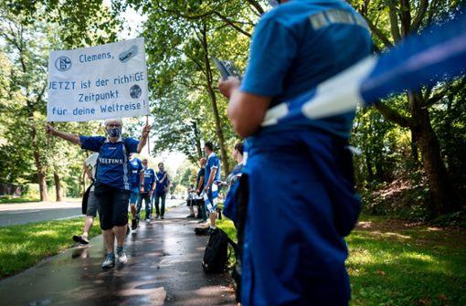 Schalke-Fans protestieren gegen Tönnies und Vorstand