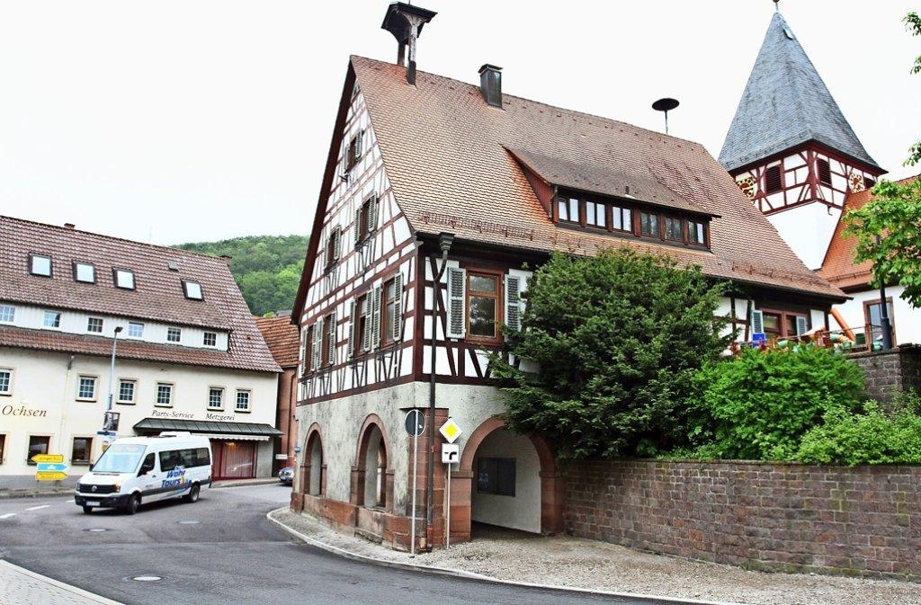 Das Alte Rathaus verbindet die Straße mit dem Marktplatz. Foto: Ernst