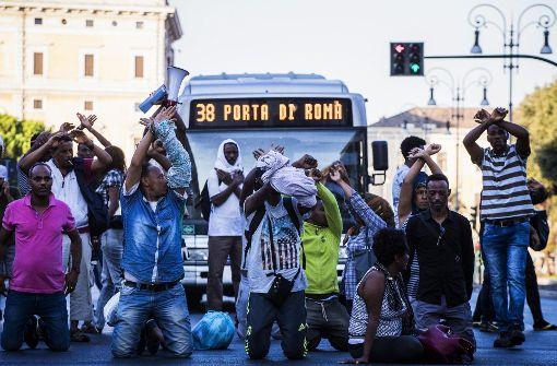 Zusammenstöße zwischen Polizei und Migranten