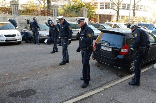 Spurensuche am Morgen: In Stuttgart-Ost hat ein Polizist einen Mann erschossen, der zuvor in der Landhausstraße in die Luft geschossen hatte. Foto: dpa