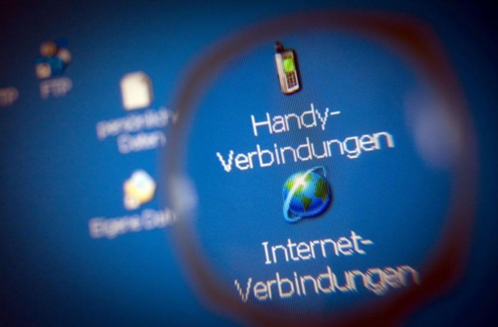 In der Debatte um die Wiedereinführung der Vorratsdatenspeicherung hat Bundeskanzlerin Merkel die EU-Kommission aufgefordert, schnell einen neuen Vorschlag vorzulegen. Foto: dpa