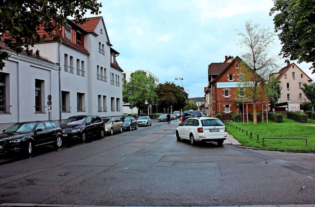 Die Stadt will die Fahrbahnbereich vor  der Kita Stuttgarter Straße 3 umgestalten und  teilweise neu pflastern. Foto: Archiv Georg Friedel