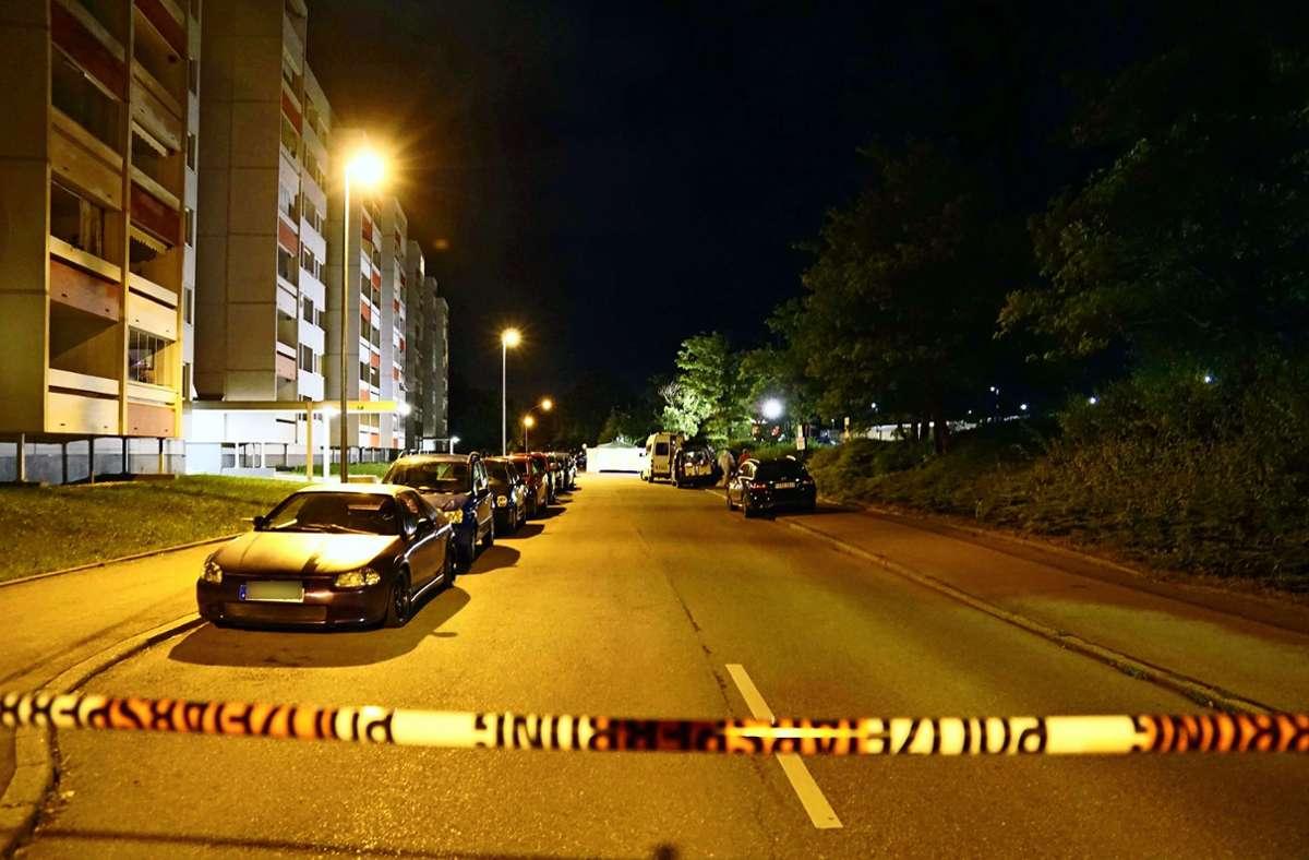 Der nach der Tat abgesperrte Tatort am Fasanenhof. Foto: Andreas Rosar//Fotoagentur-Stuttgart