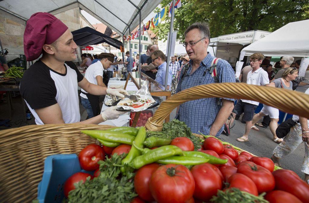 Beim Esslinger Bürgerfest verwandelt sich die Stadt in ein internationales Schlaraffenland. Foto: Michael Steinert
