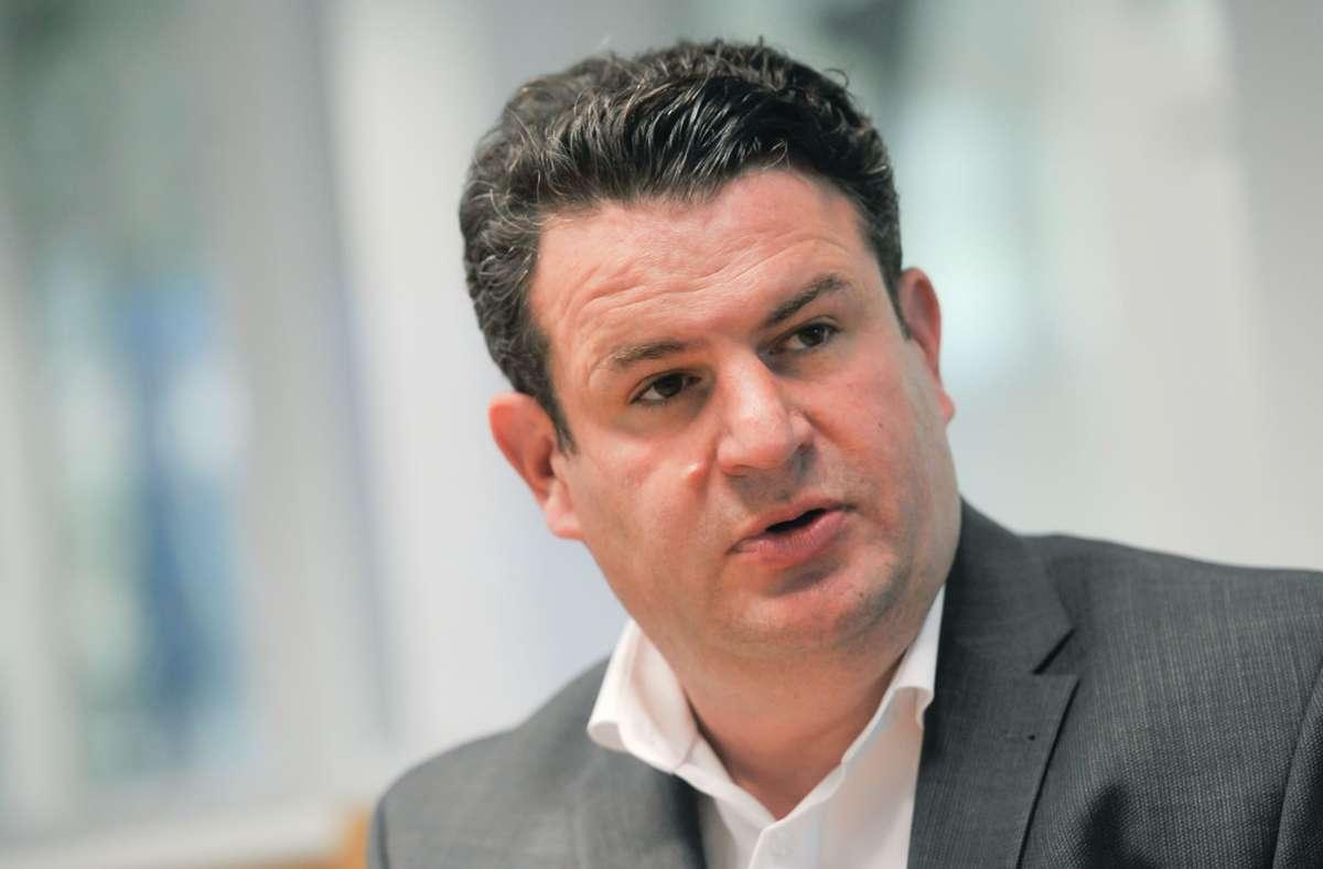 """Sozialminister Hubertus Heil (SPD) will in angespannten Wohngegenden eine """"Atempause"""" für Mieter einführen. Foto: Lichtgut/Max Kovalenko"""