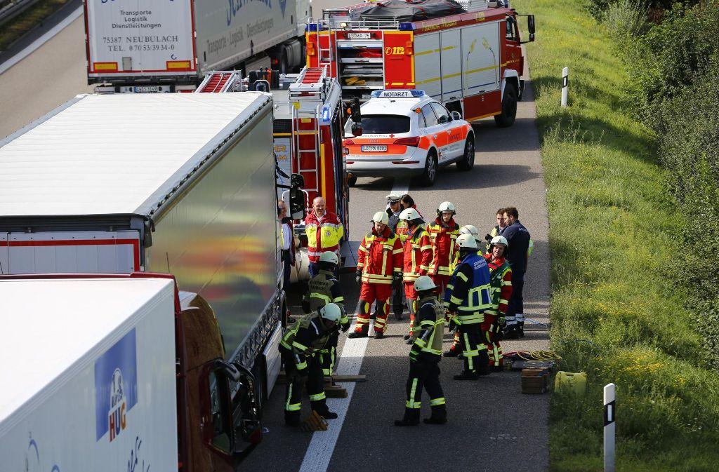 Bis 11 Uhr räumte die Feuerwehr die Unfallstelle. Foto: 7aktuell.de/Karsten Schmalz