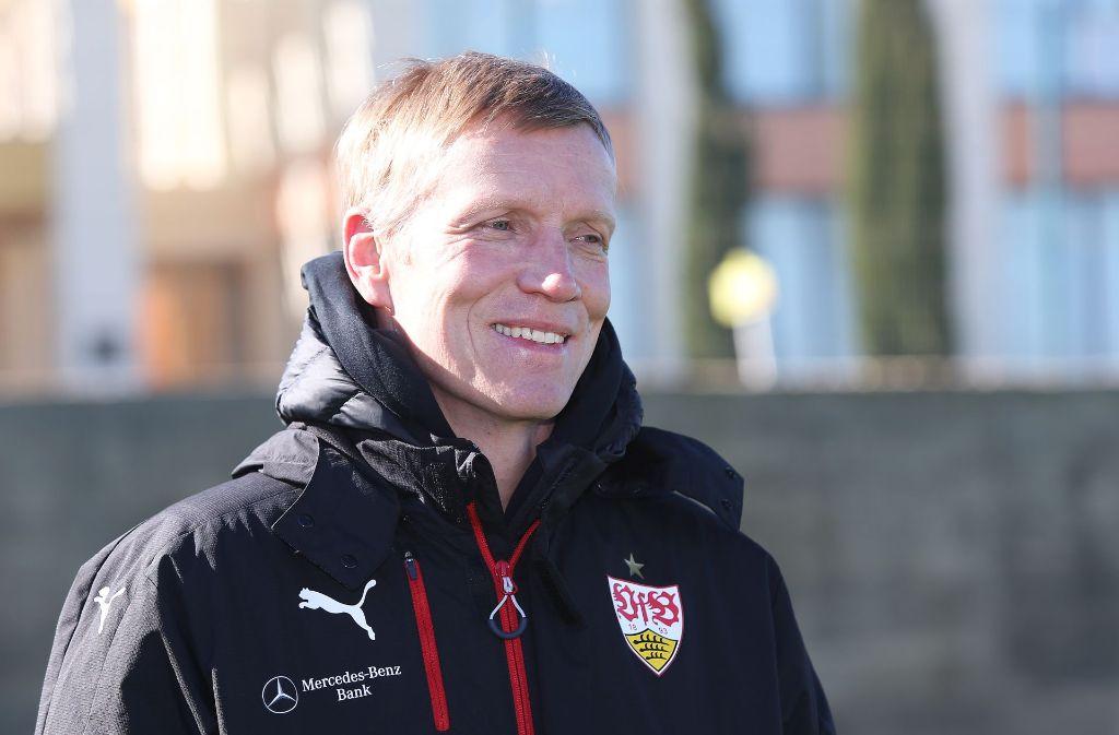 VfB-Manager Jan Schindelmeiser hat im Trainingslager in Portugal viel zu tun. Foto: Baumann