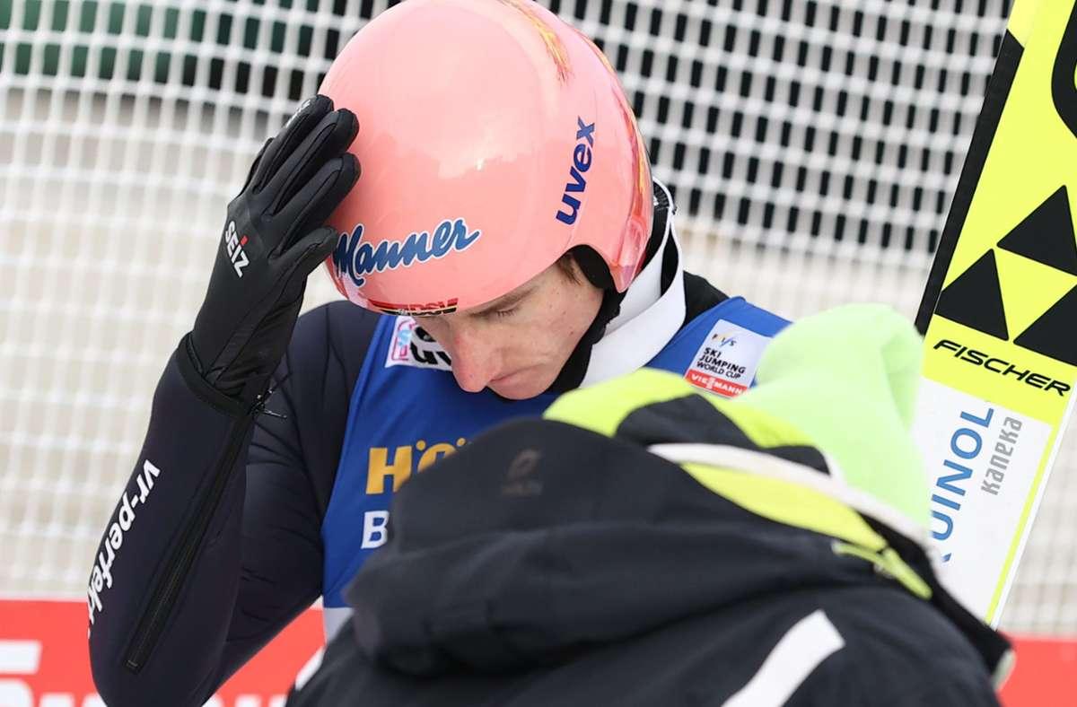 Karl Geiger zeigte sich nach seinem Sprung enttäuscht. Foto: dpa/Daniel Karmann