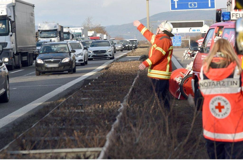 Immer wieder sind auf Autobahnen Gaffer unterwegs (Symbolbild). Foto: dpa