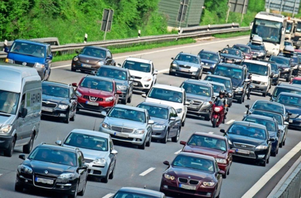 Zwei Drittel der Pendler wählt das Auto für die Fahrt ins Büro. Foto: dpa